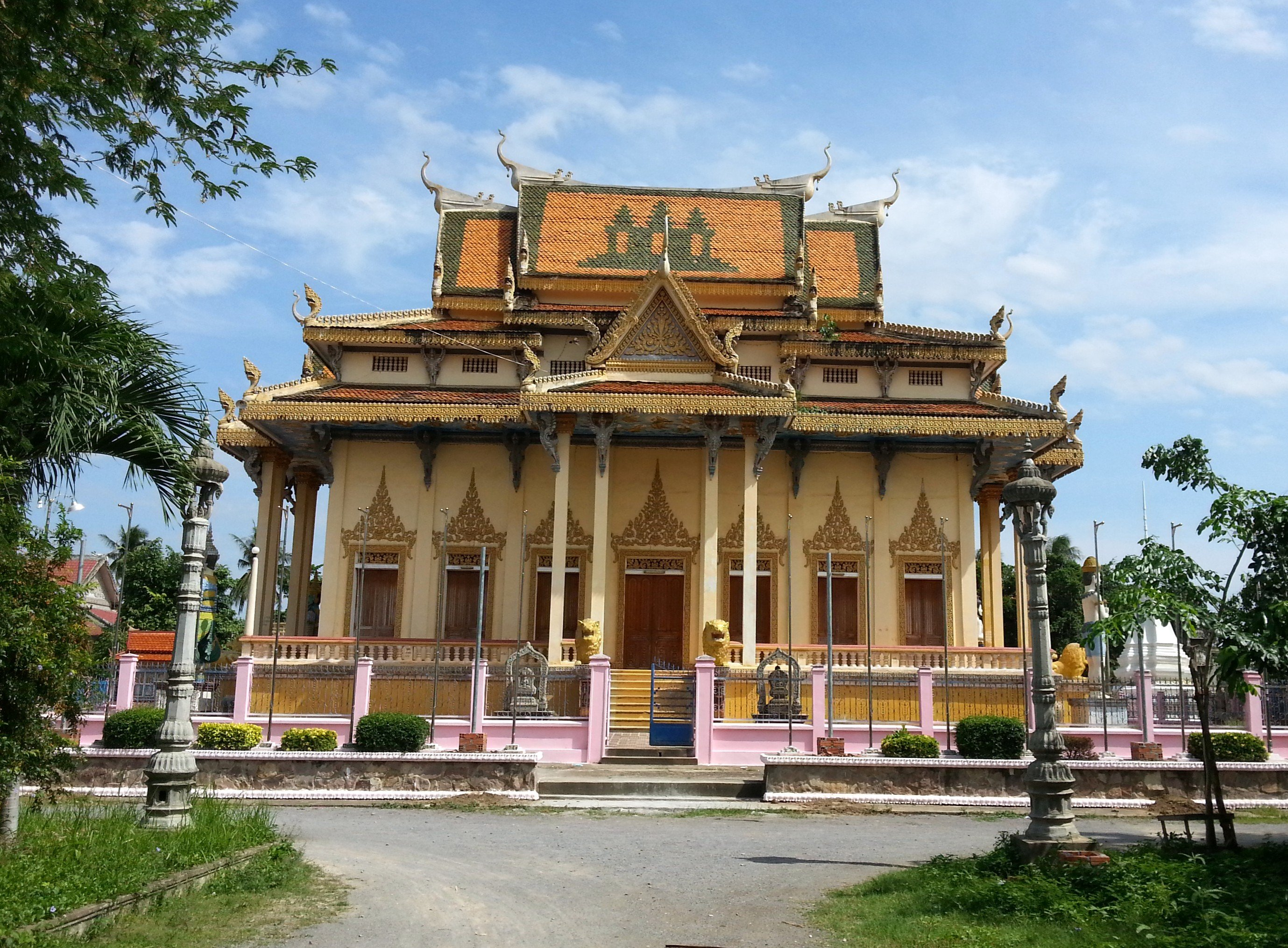 Congregation Hall at Wat Sanker