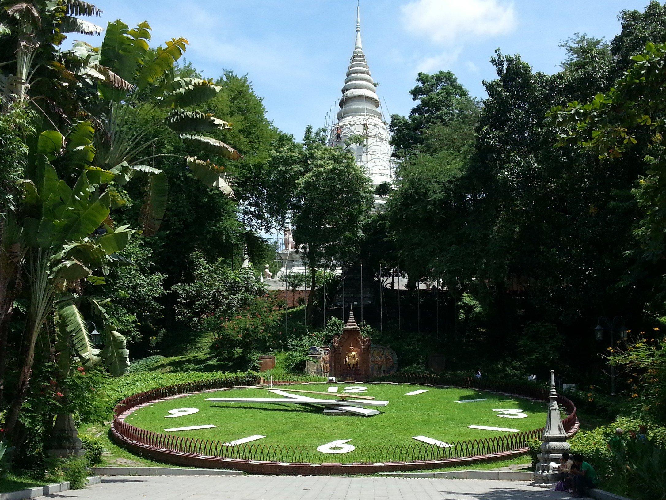 Giant clock at Wat Phnom