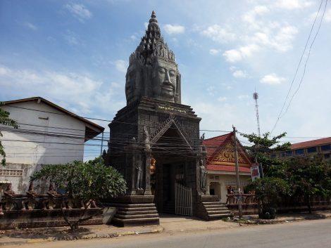 Gopura at the entrance to Wat Sanker