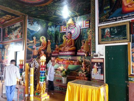 Main altar at Wat Leu