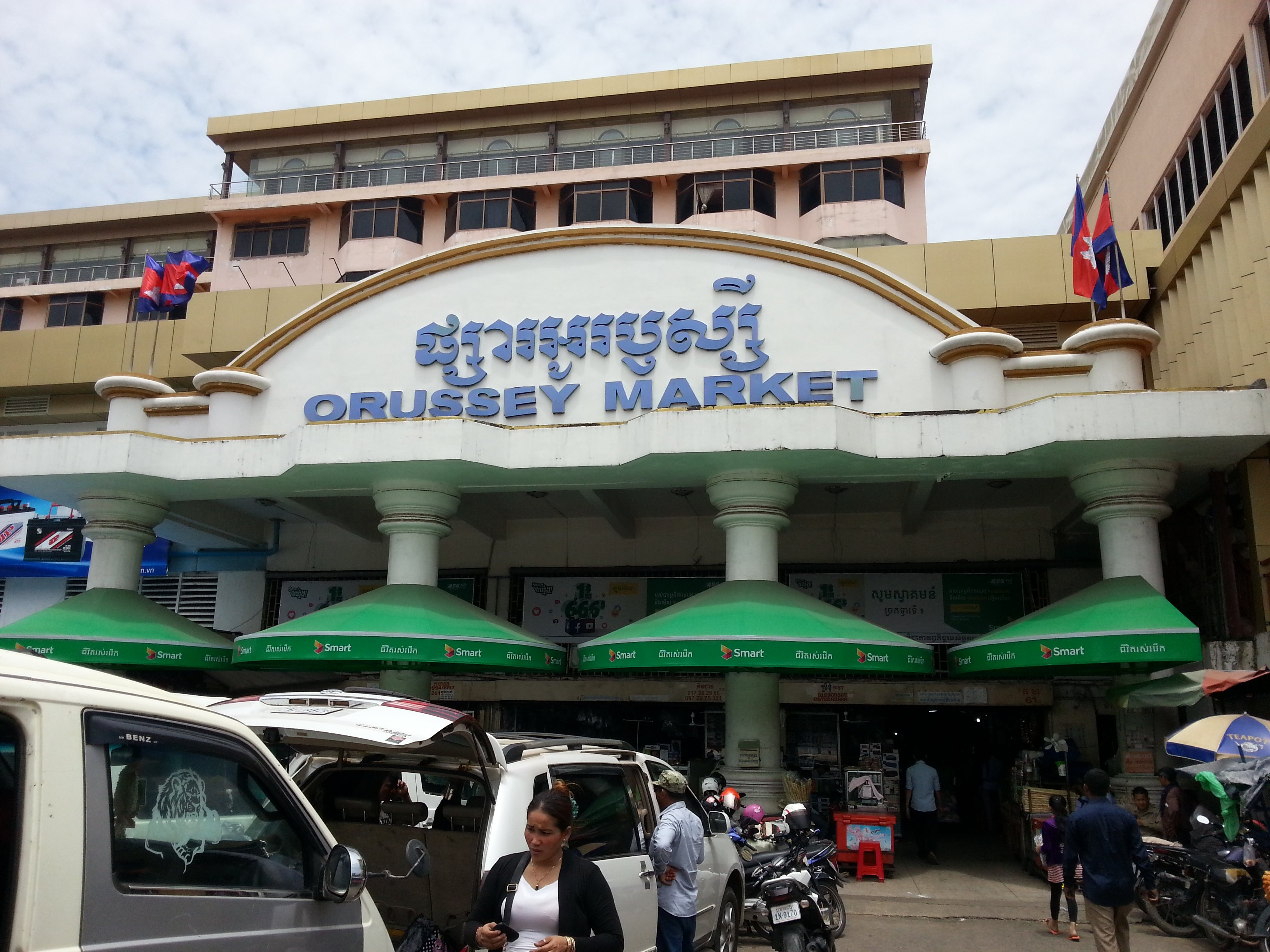 Main entrance to Orussey Market in Phnom Penh
