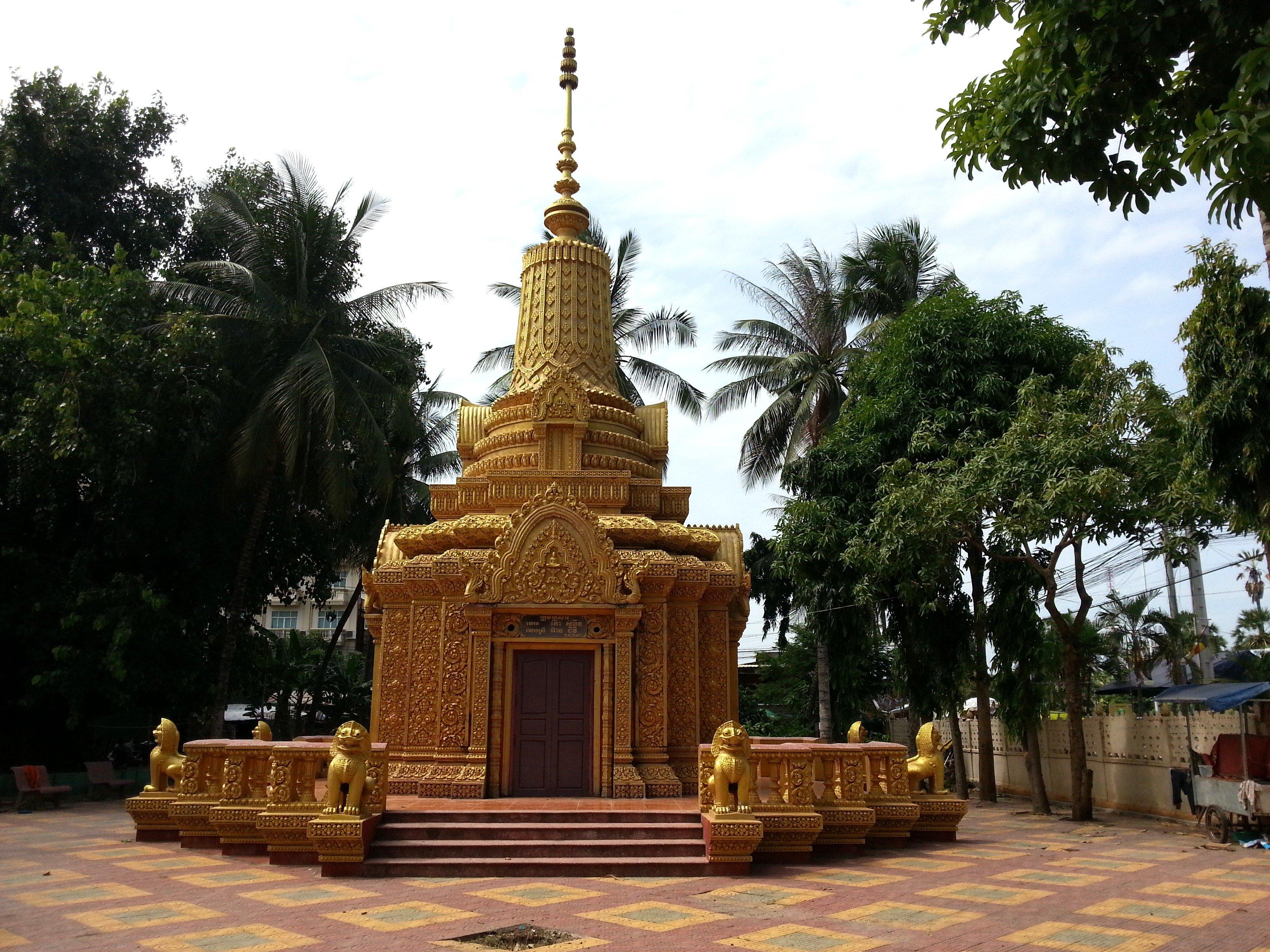 Stupa at Wat Kandal