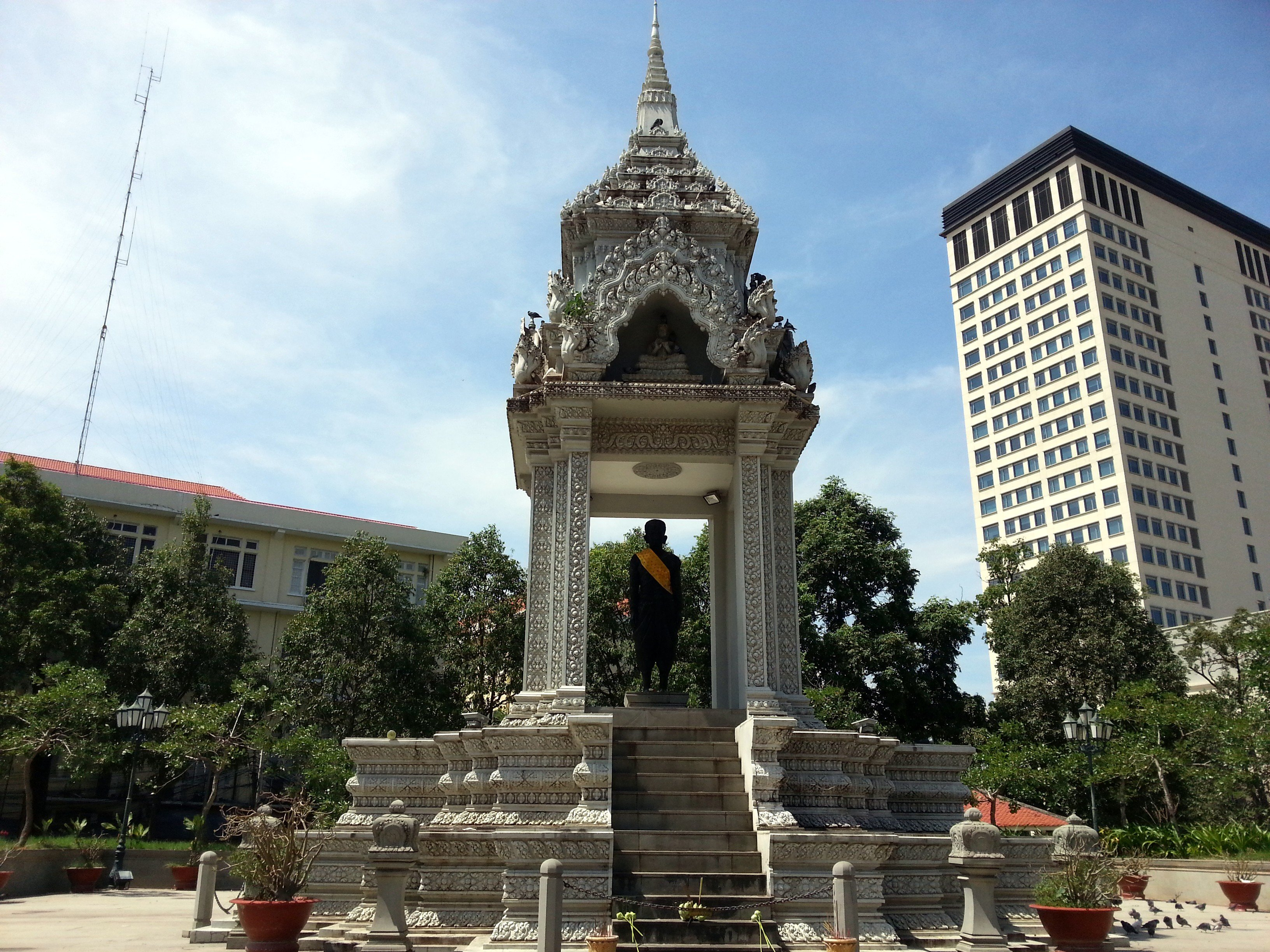 Yeay Penh Statue in Phnom Penh