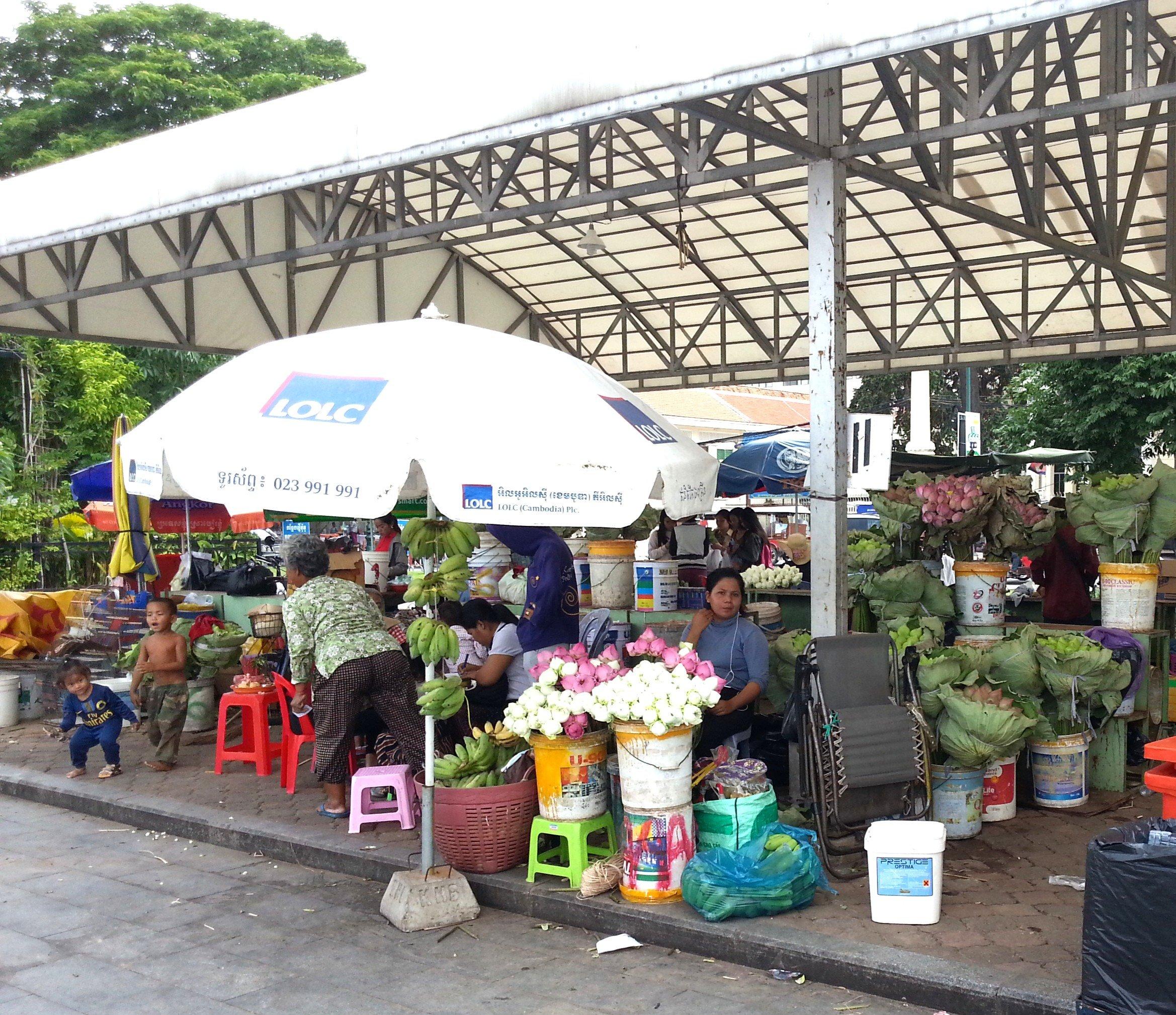 Flower market on Sisowath Quay