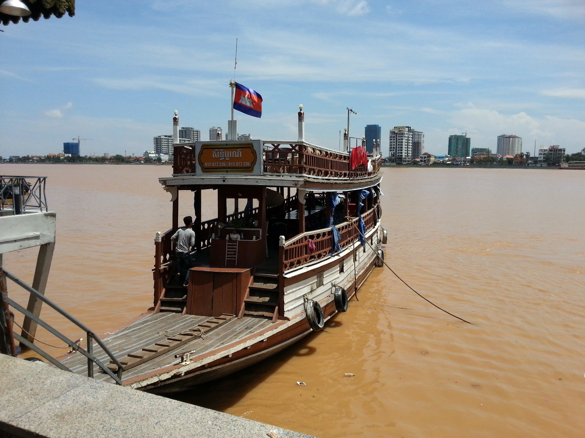 Sunset cruiser in Phnom Penh